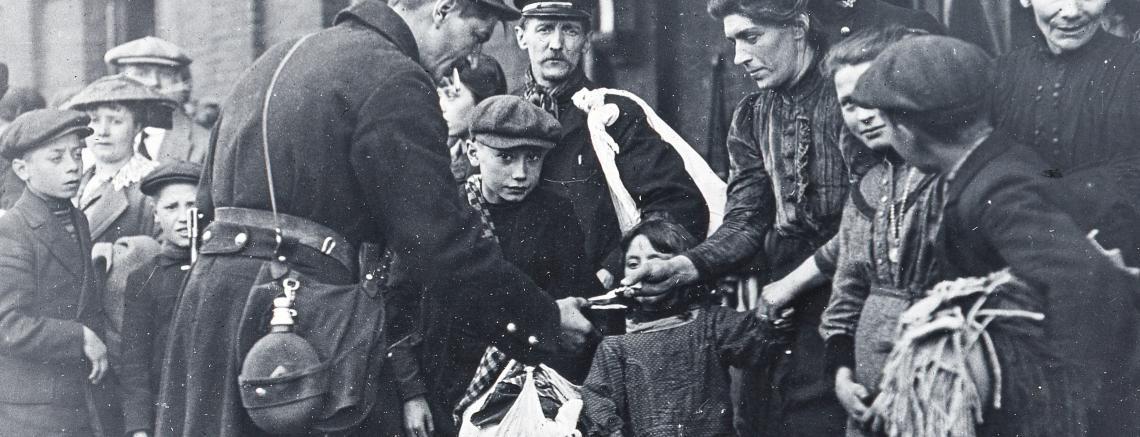 Militairen en burgers aan het begin van de oorlog